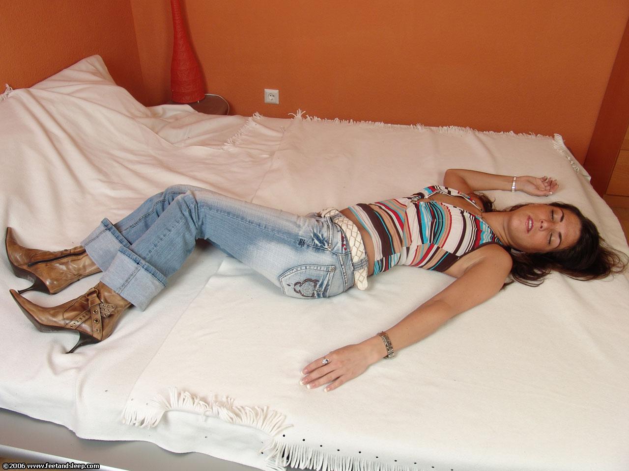 Sleeping Clips Feet 2